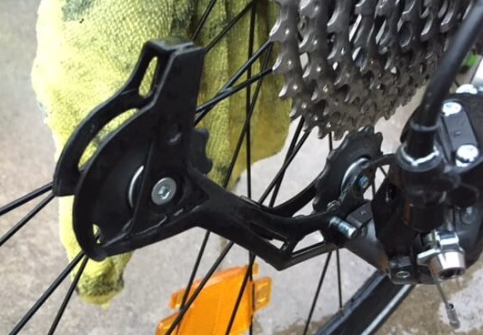 laver le dérailleur d'un vélo