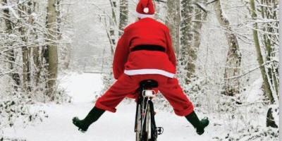 père noël sur un vélo
