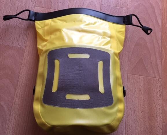 fixation du sac de premier secours ortlieb