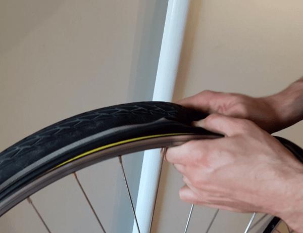 retirer un pneu de vélo