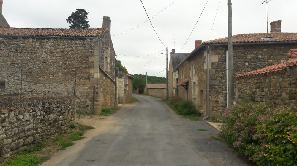 vieux village sur la vélo francette