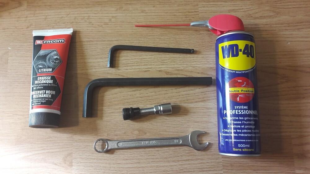matériel démontage pédalier vélo