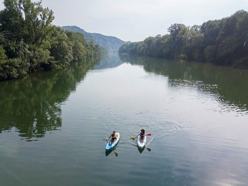 canoé dans une rivière